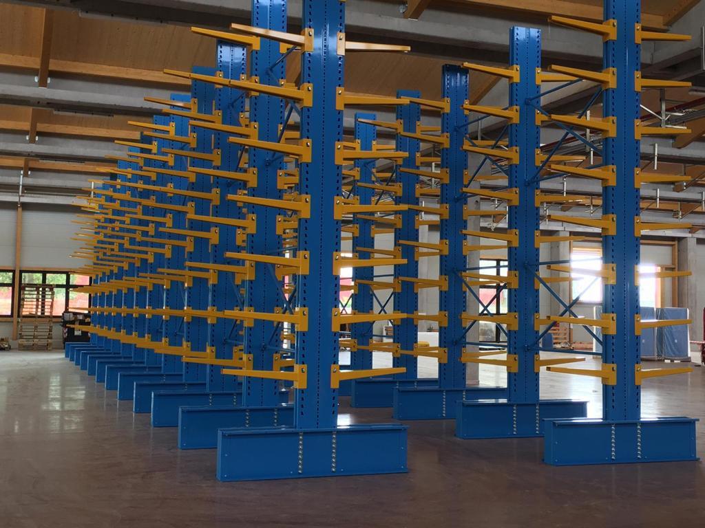 montaggio scaffalature cantilever